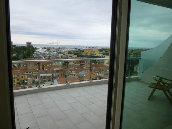 Pesaro - zona porto - attico in affitto