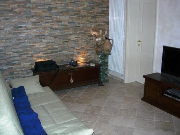 1st_floor_living_room_0